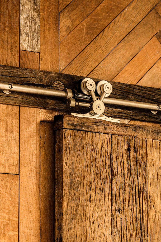 Mobilier sur mesure bois - Porte en lame de bois